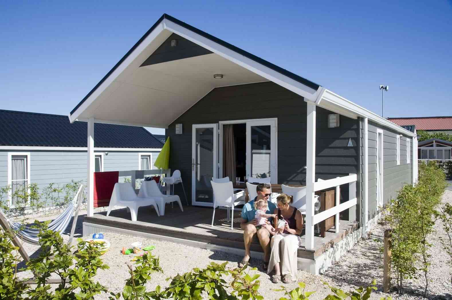Ein Strandhaus ist ein von der verschiedene mietobjekte auf dem ferienpark Eiland van Maurik
