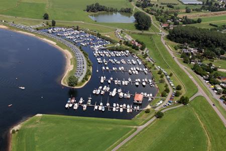 Luchtfoto ligplaatsen Eiland van Maurik