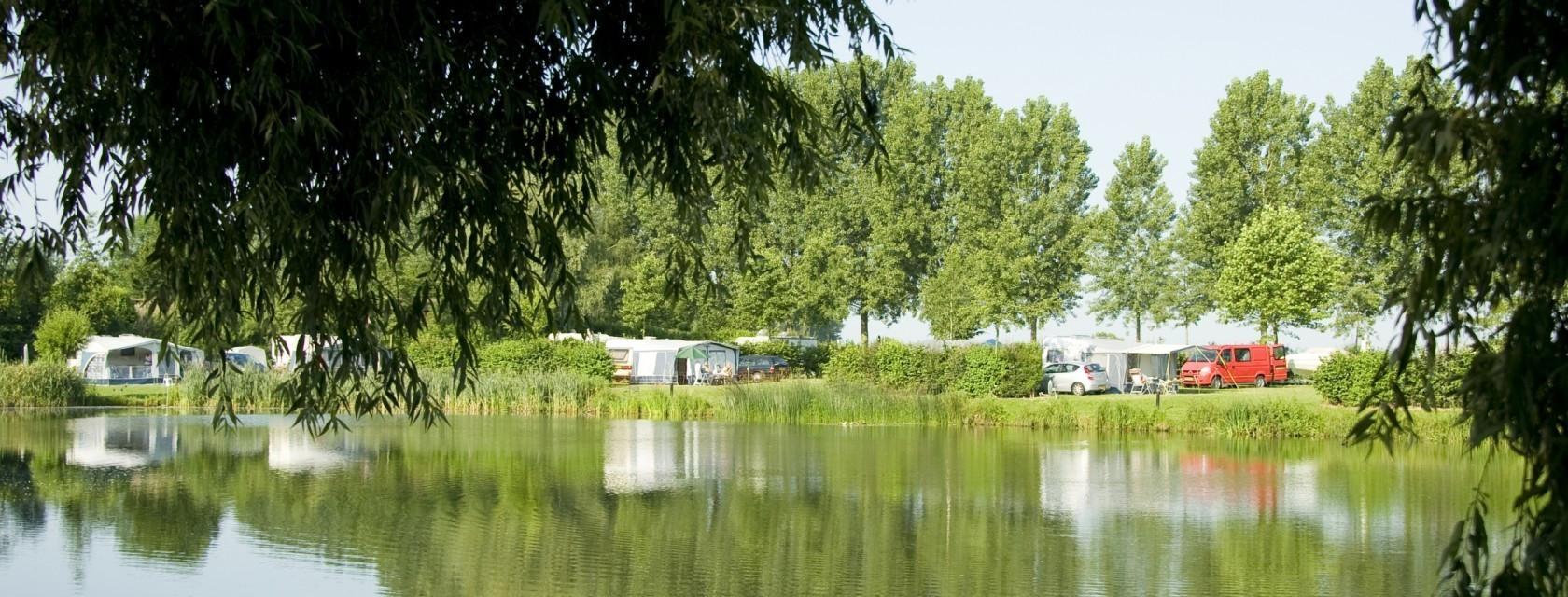 camping-at-the-water